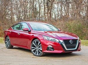 2019 Nissan Altima review: Better dressed with better tech     - Roadshow