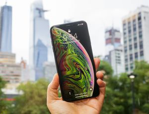 Apple iPhone XS Max review: Gigantic-screen phone for a gigantic price     – CNET