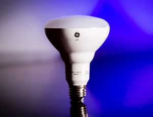 GE Basic 65W Equivalent BR30 Floodlight LED review: This dimmable floodlight LED is an exceptional value     – CNET