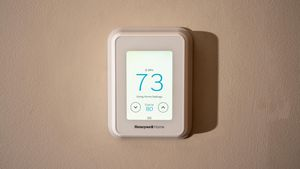 Honeywell Home T9 smart thermostat knows what room you're in     - CNET