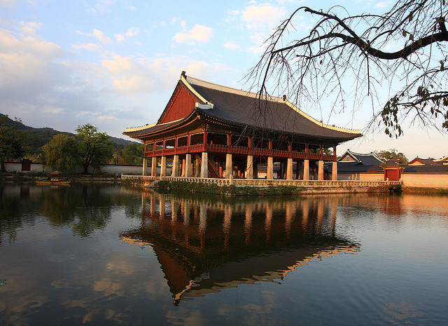 Delta – $552: Santa Ana / Burbank / Ontario – Seoul, South Korea. Roundtrip, including all Taxes
